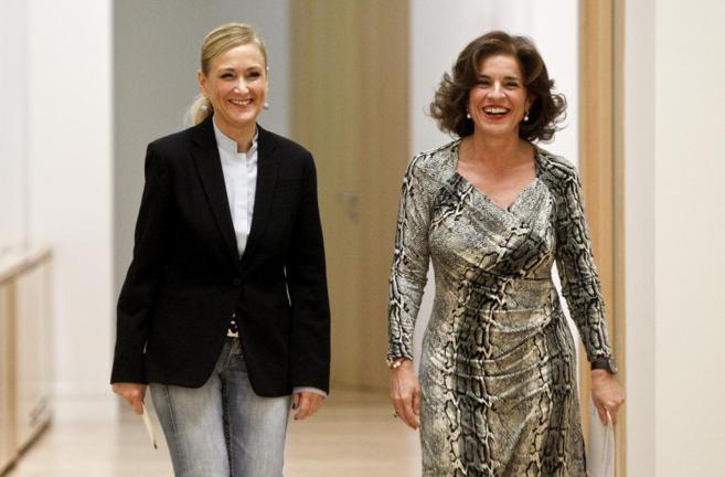 La delegada del Gobierno, Cristina Cifuentes, junto a la alcaldesa,...
