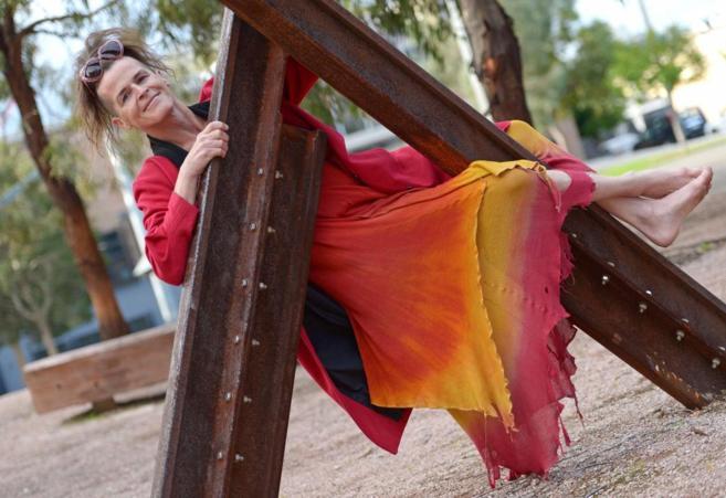 Norrie May-Welby, sonriente en un parque de Sidney.