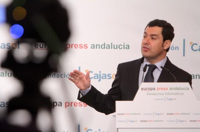 Juan Manuel Moreno, durante el desayuno informativo de Europa Press y...