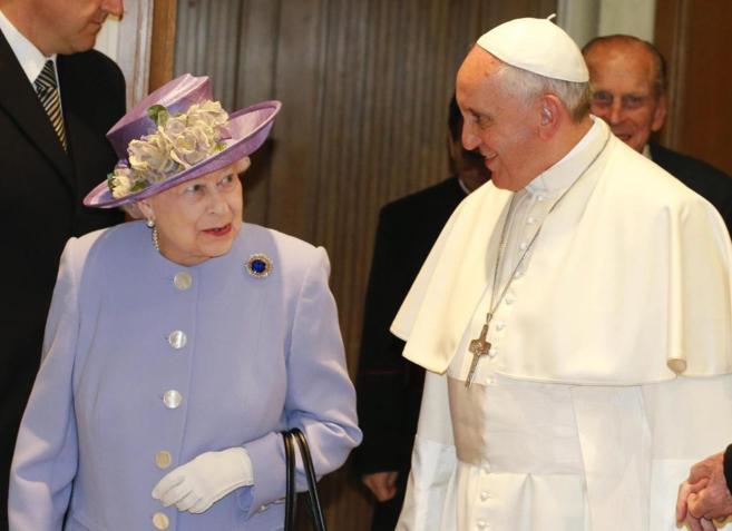 El Papa y la reina Isabel II, líder suprema de la Iglesia de...