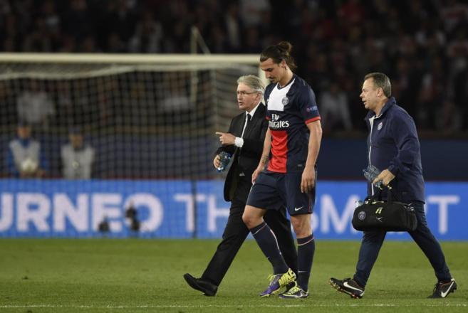 Zlatan Ibrahimovic se retira lesionado del Parque de los Príncipes