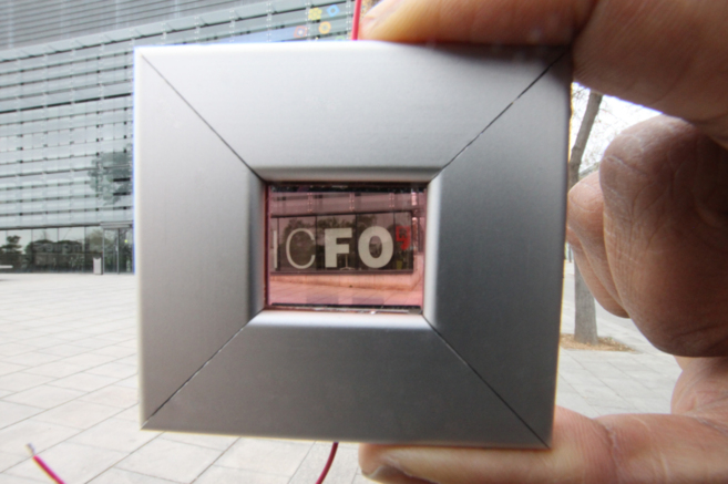 Prototipo de cristal fotovoltaico desarrollado por el ICFO.
