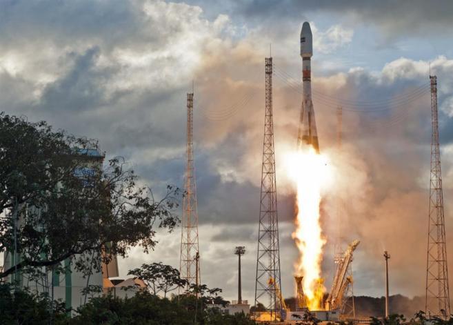El satélite 'Sentinel-1A' despega a bordo del cohete...