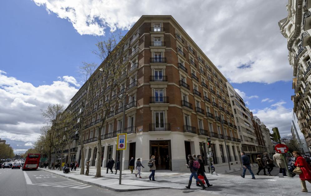 Zara inaugura un nuevo y majestuoso espacio en Madrid  bb408613efd