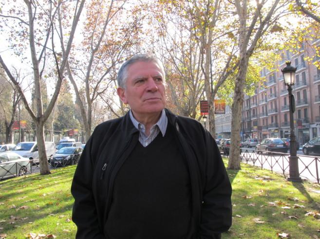 Antonio Lafuente, en el Paseo del Prado.