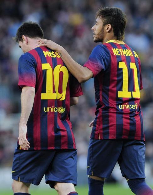 Neymar felicita a Messi tras el 3-1.