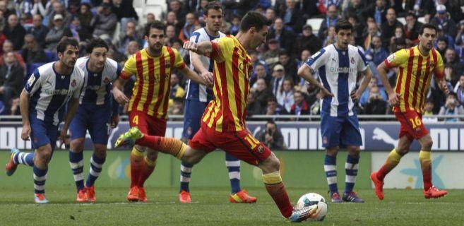Messi transforma el penalti del derbi barcelonés en Cornellà.