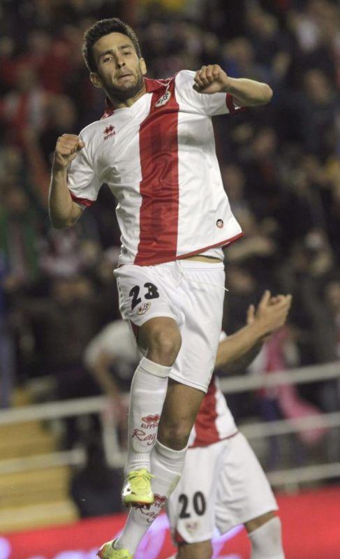 Bueno celebra uno de sus goles en Vallecas.