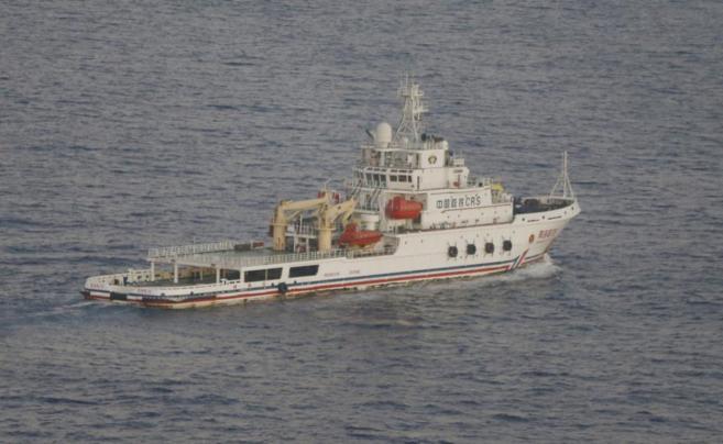 Uno de los barcos chinos que participa en la búsqueda del avión...