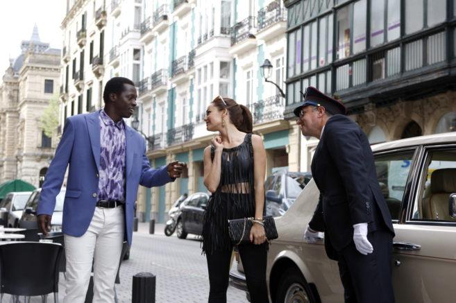 Los actores rodando una escena en el Ensanche bilbaíno