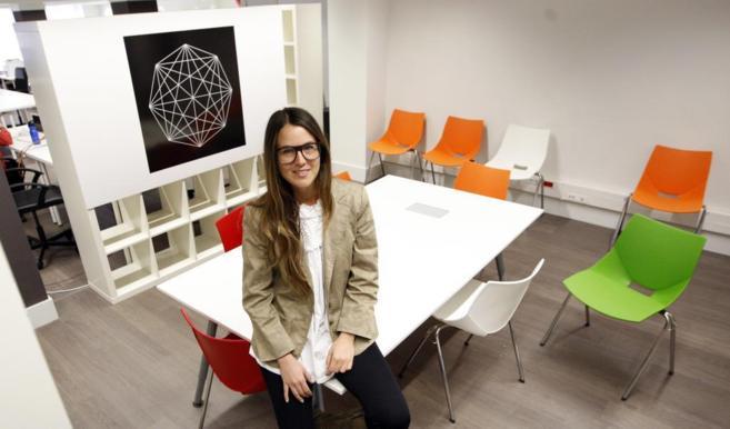 Karen Prats, CEO de PopPlaces.com, en la sede de Conector, donde está...