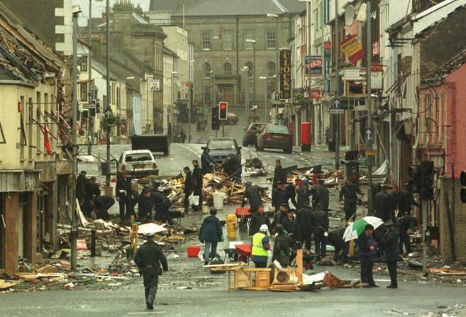 Imagen de la zona comercial de la ciudad de Omagh nada más tener...
