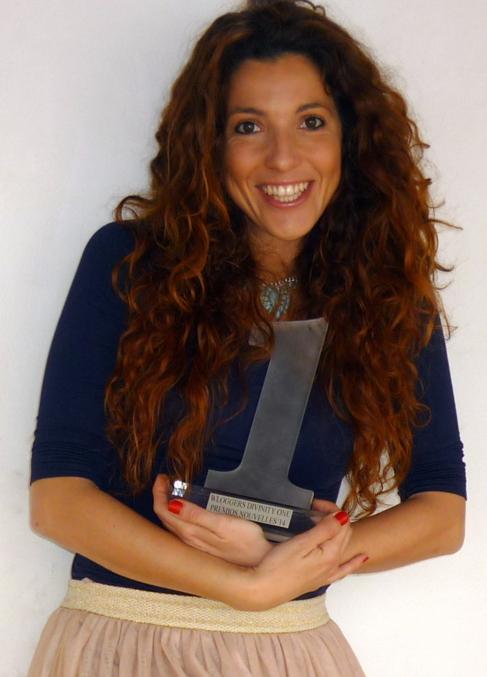 Lorena Sanz sostiene el premio Nacional WLoguers.