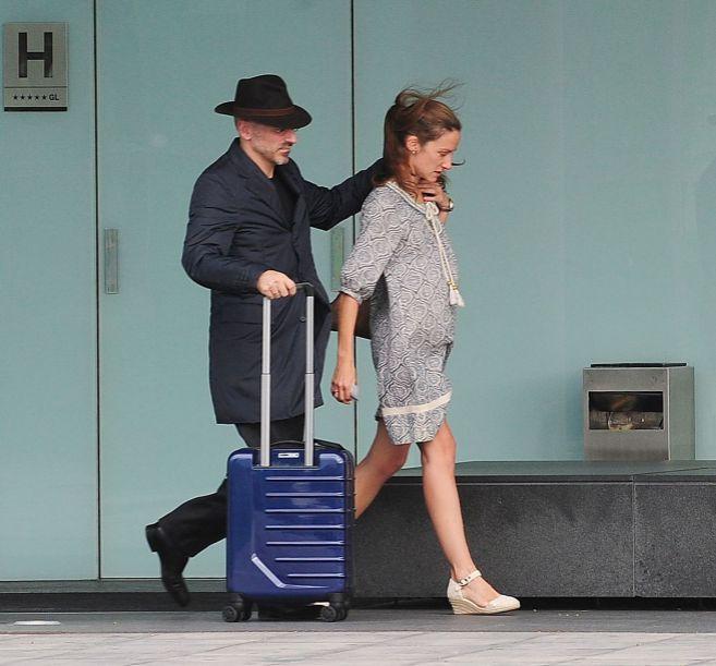 Jaime del Burgo y Telma Ortiz, en el aeropuerto de Barcelona en 2012.