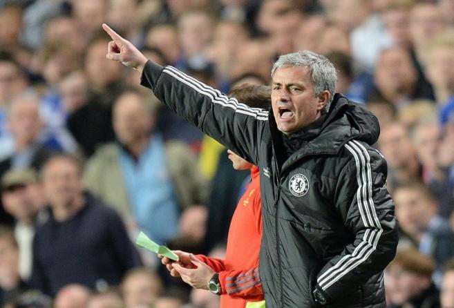 El entrenador del Chelsea José Mourinho en el partido contra el PSG.