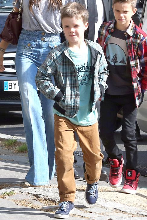 Los 10 niños famosos con más estilo Pantalón color mostaza