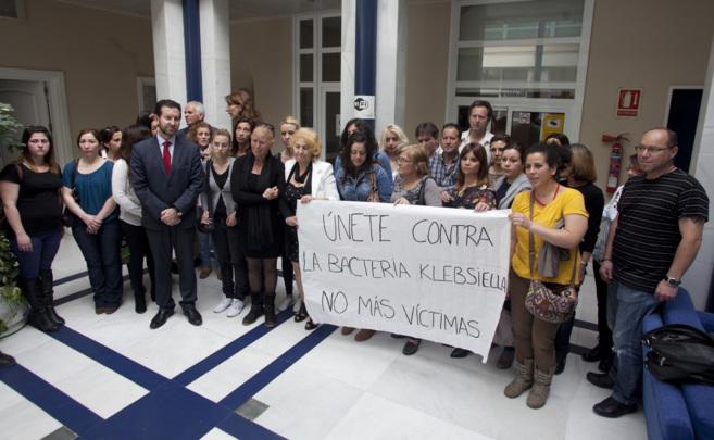 Familiares de los afectados protestan en Córdoba contra la dirección...