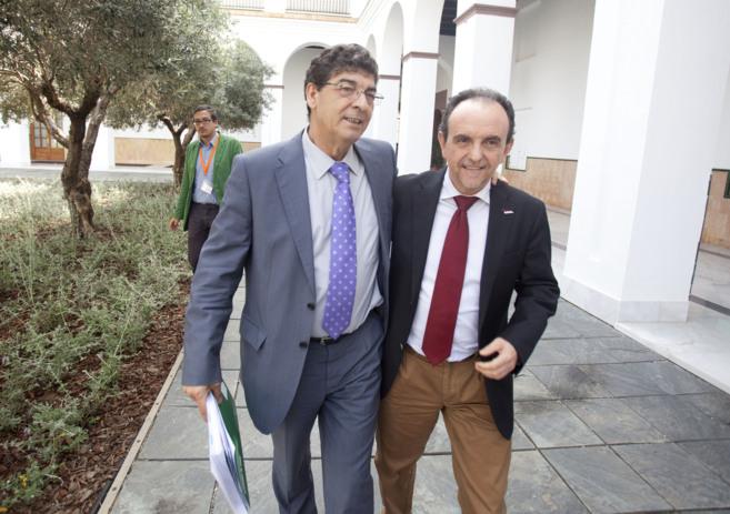 El vicepresidente Diego Valderas y el consejero Rafael Rodríguez,...