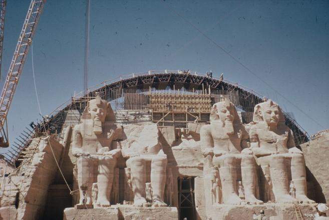 El gran templo con la bóveda de hormigón al fondo.