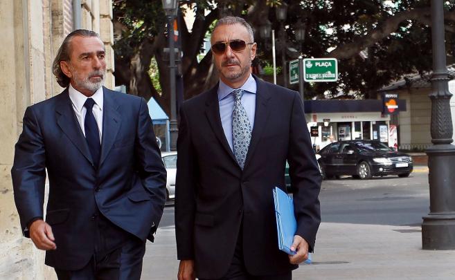Juan Carlos Navarro, junto a Francisco Correa, a la entrada del TSJ...