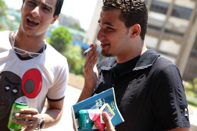 Dos jóvenes egipcios ex toxicómanos.