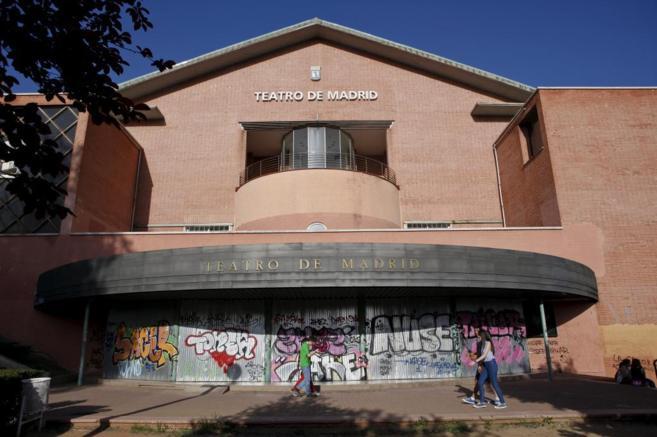 Entrada principal al Teatro de Madrid, en el barrio de El Pilar, junto...