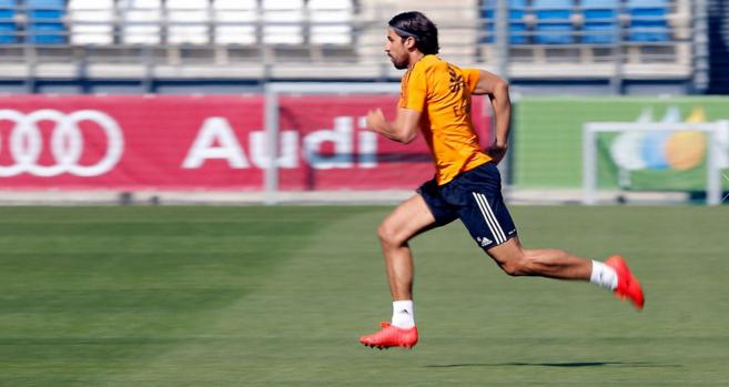 Sami Khedira vuelve a los entrenamientos con el grupo.