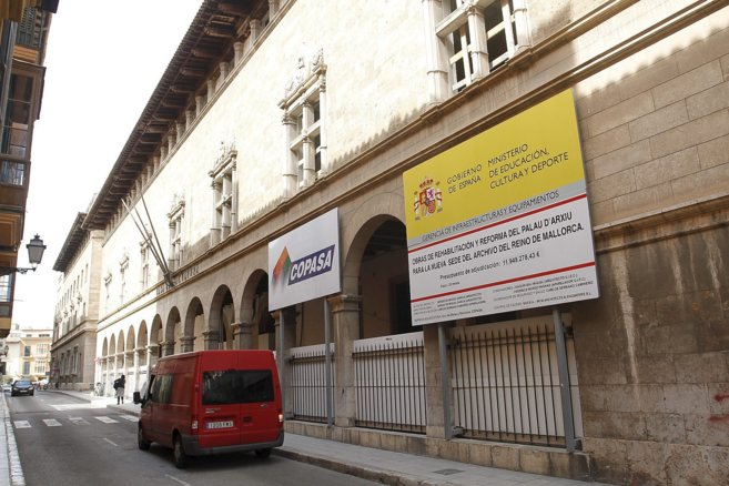 Fachada del Archivo del Reino de Mallorca, en proceso de reforma.