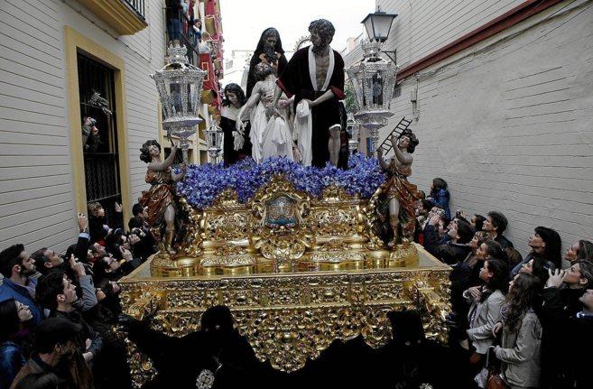 El misterio de Santa Marta, poco después de su salida de la iglesia...