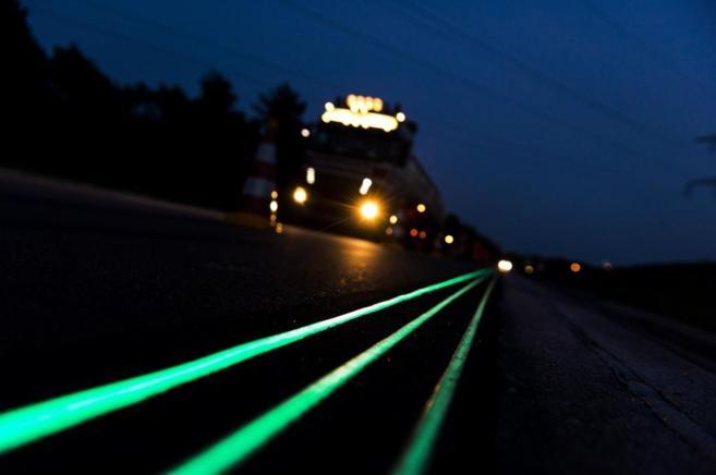 carreteras que brillan en la oscuridad