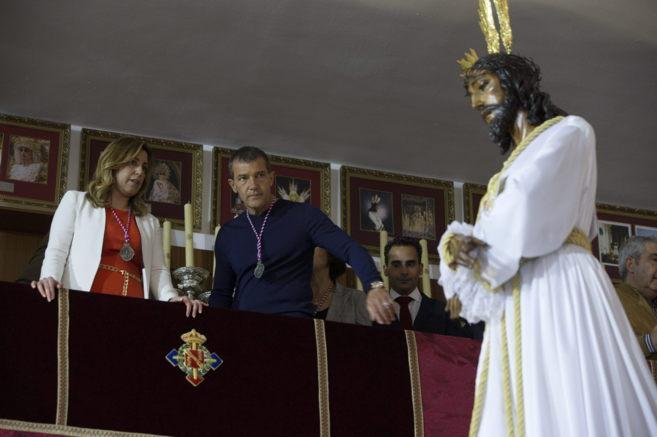 Susana Díaz y Antonio Banderas contemplan el Cautivo de Málaga.