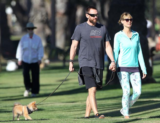 La modelo Heidi Klum junto a su pareja y su mascota.