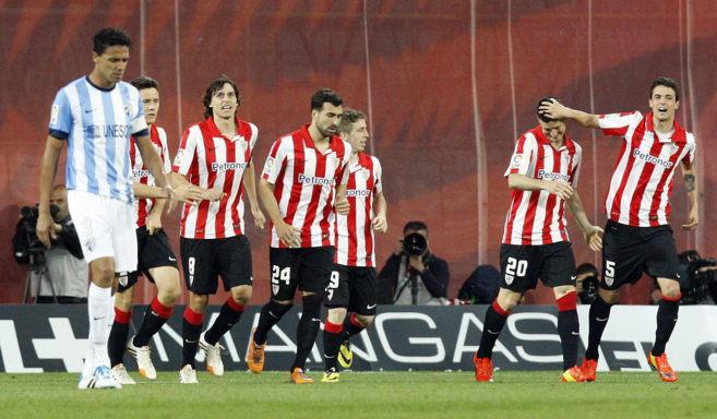 Los jugadores del Athletic celebran el segundo gol frente al Málaga,...