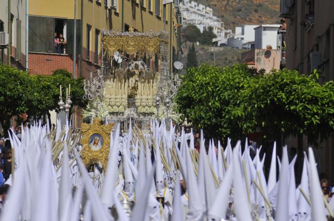 La Virgen del Rocío domina el barrio de La Victoria.