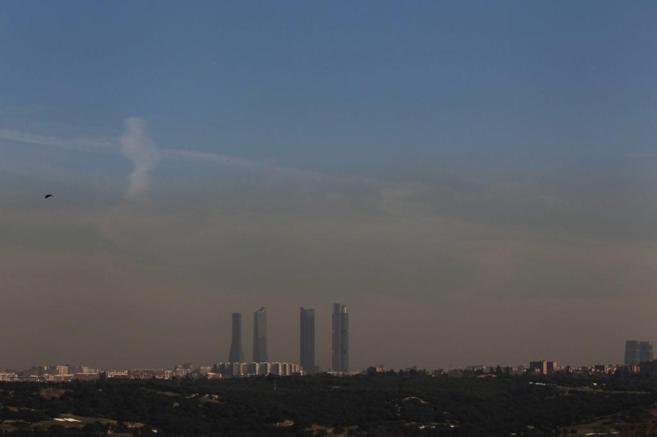 Contaminación vista en el 'skyline' de Madrid.