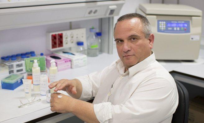 Antonio Molina, fundador de Beacon Biomedicine, en las instalaciones...