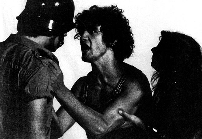 Un joven Antonio Banderas, en el centro, durante una representación...