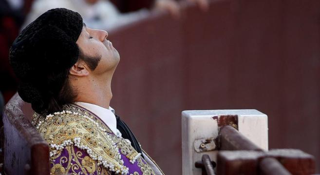 Morante de la Puebla respira hondo en un burladero de Las Ventas