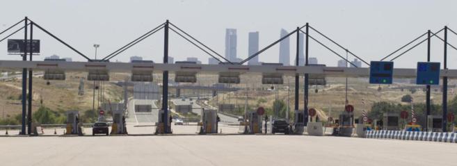 Peaje de la autopista radial R-2 a las afueras de Madrid