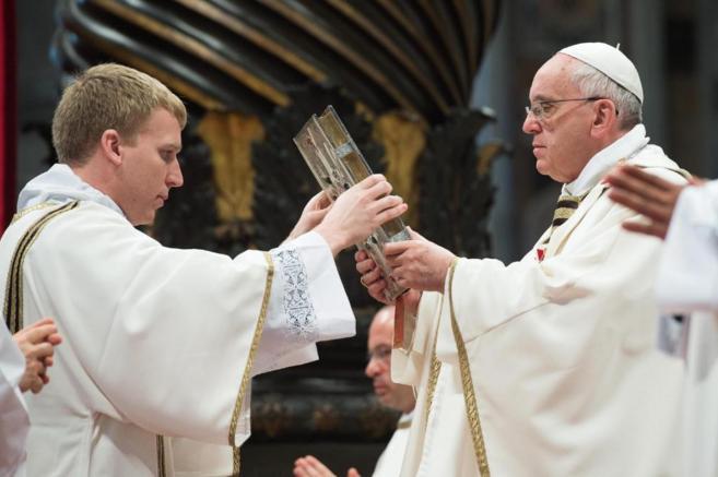 El Papa Francisco durante la homilía del Jueves Santo en la Basílica...