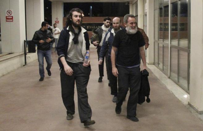 Los cuatro periodistas franceses, en la madrugada de ayer, nada más...