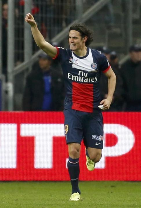 Cavani celebra uno de sus dos tantos ante el Olympique.