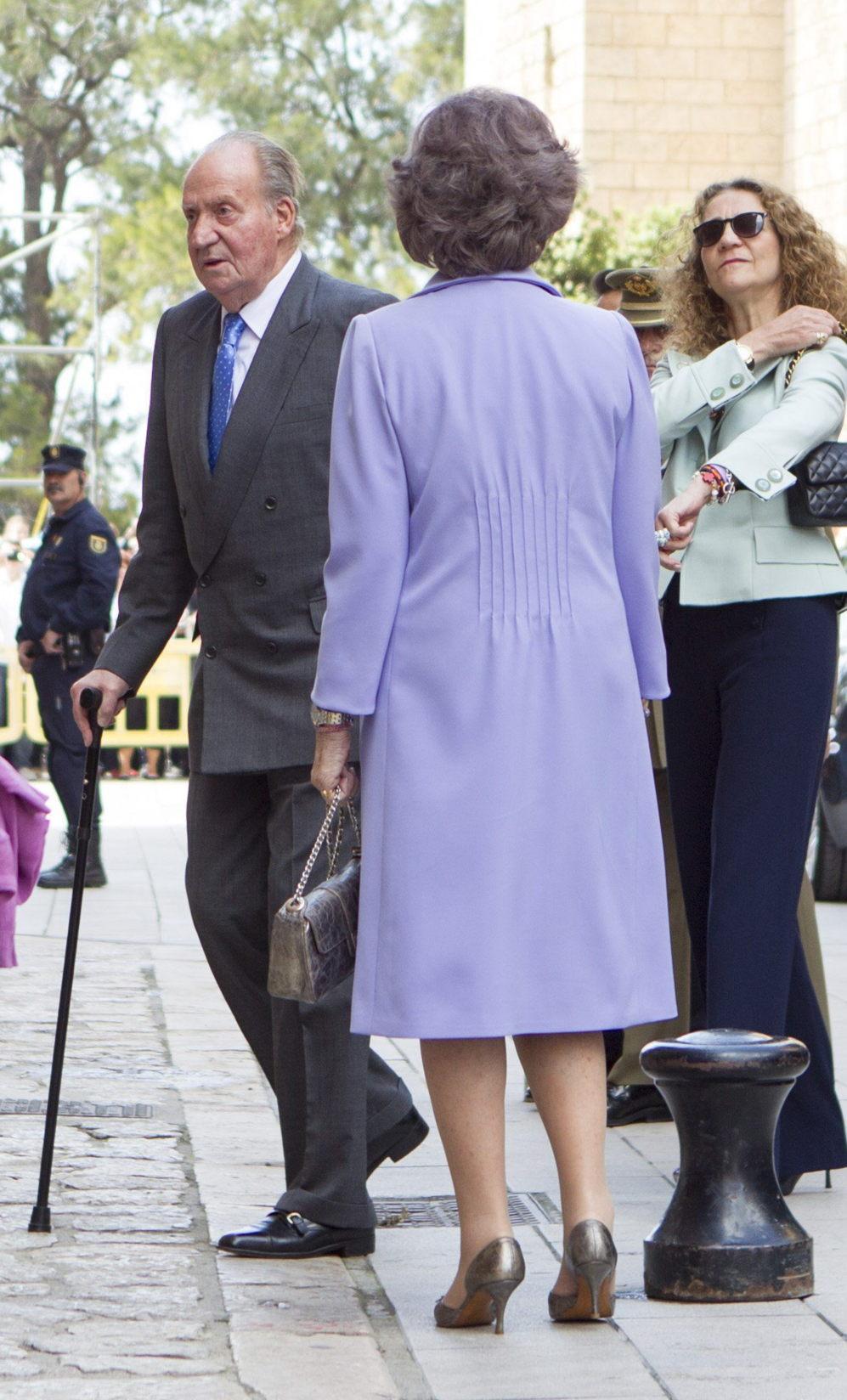 El rey Juan Carlos acompañado de la Reina Sofía y de la Infanta...