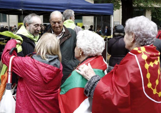 Rafa Larreina, de Amaiur, y Carlos Garaicoechea, en la manifestación...