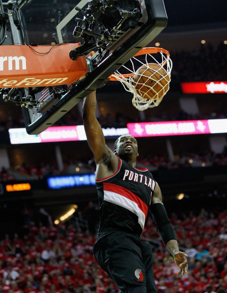 Wesley Matthews machaca el aro en Houston.
