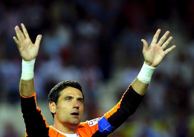 Andrés Palop, en un patrido de 2003, con la camiseta del Sevilla.