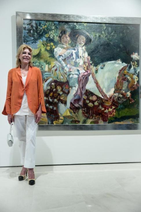 Carmen Thyssen, ante el cuadro 'Valenciano', de Julio Vila y...