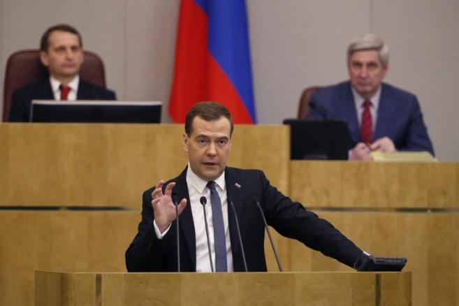 El primer ministro ruso, Dimitri Medvedev, durante un discurso en la...