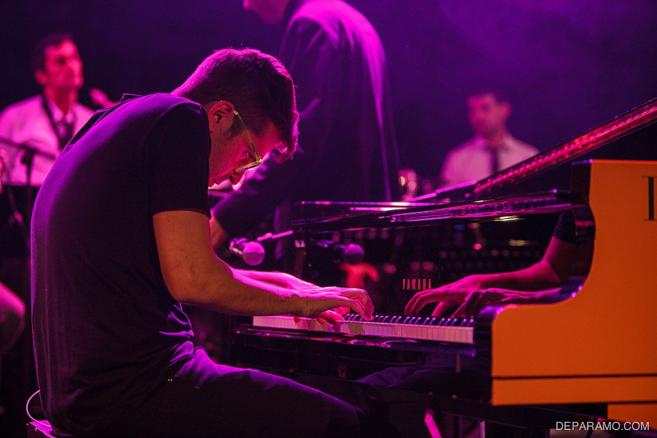 Miguel de Páramo, al piano, durante uno de sus shows junto a su banda