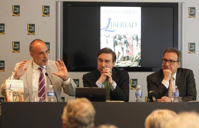 Joan Ridao, Pedro J. Ramírez y Josep Cuní.